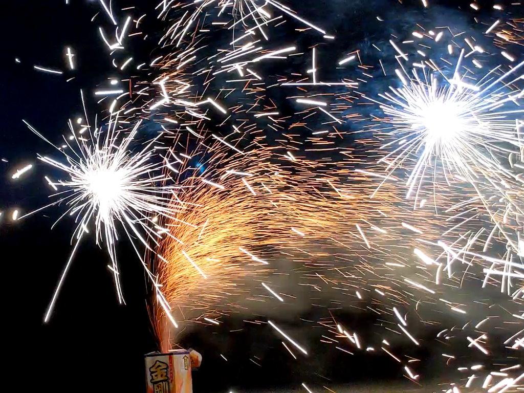 友達のおうちの近くでやった打ち上げ花火
