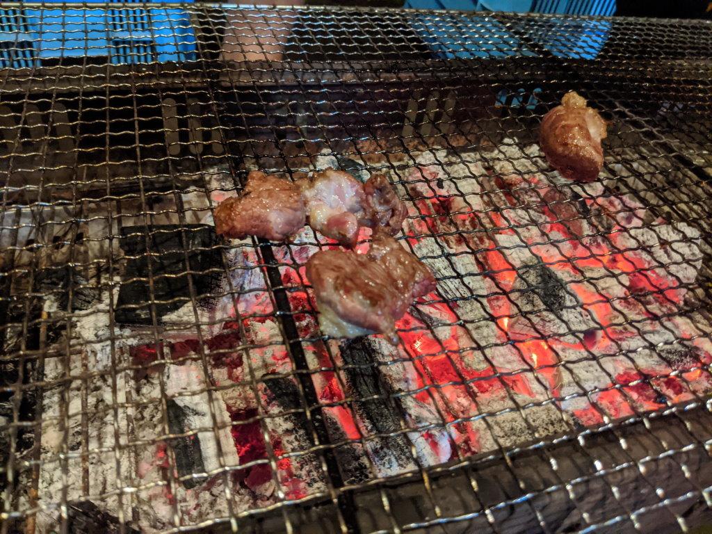 食べられるくらいに焼かれたお肉