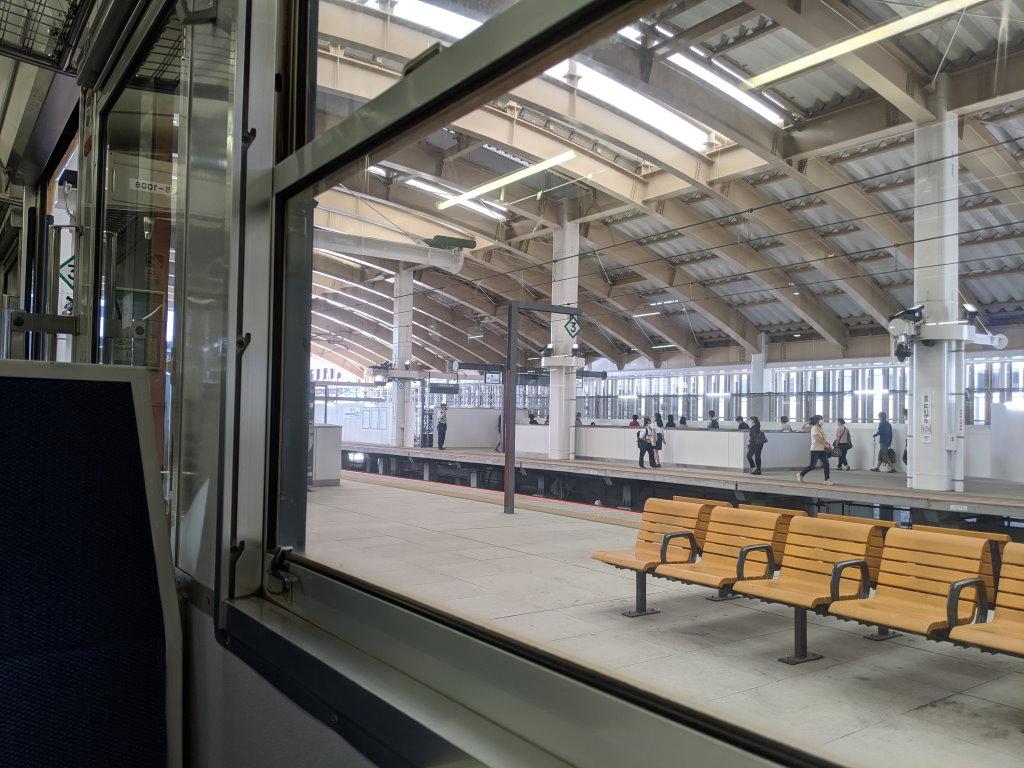 115系の中から観る新潟駅のホーム