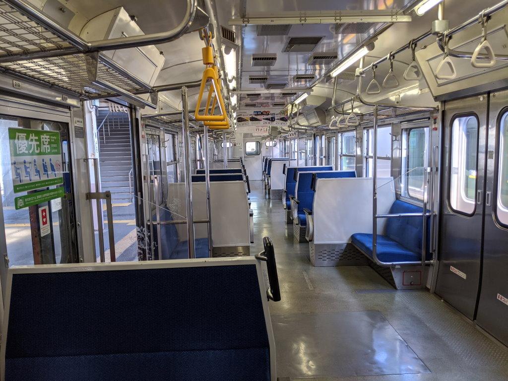 吉田駅で撮った115系の車内