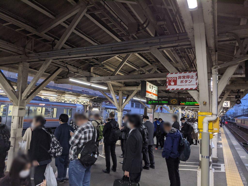 帰りの混雑する沼津駅