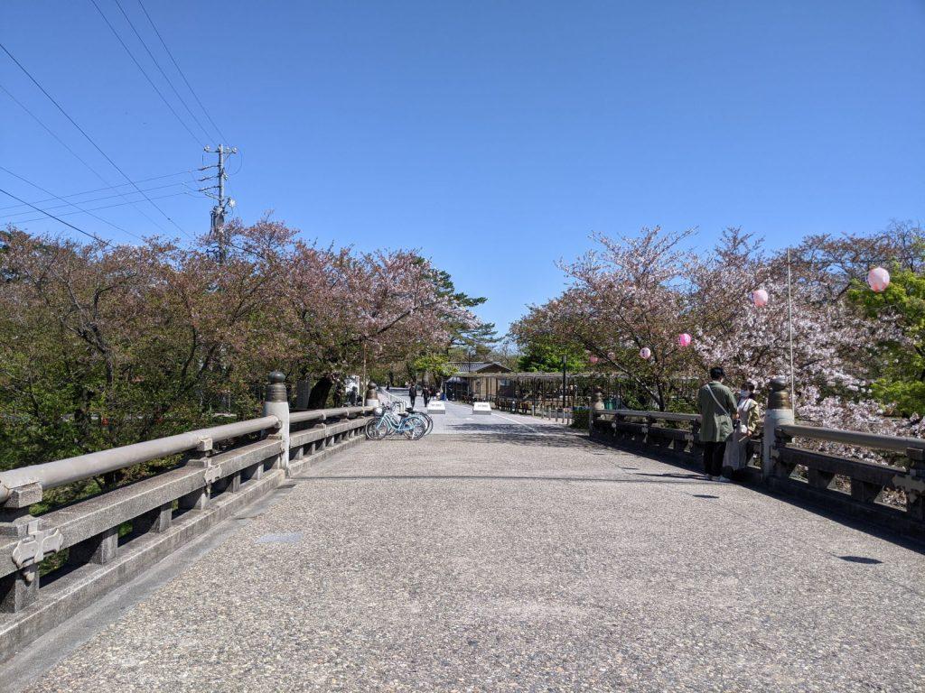岡崎公園の入り口