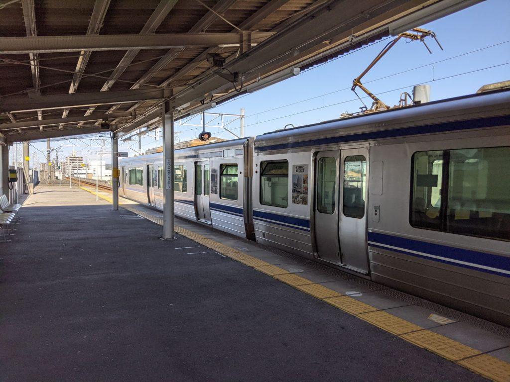 中岡崎駅と電車