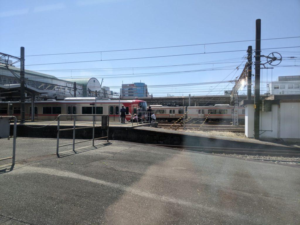 豊橋駅と名鉄の新車とガチ勢の人達
