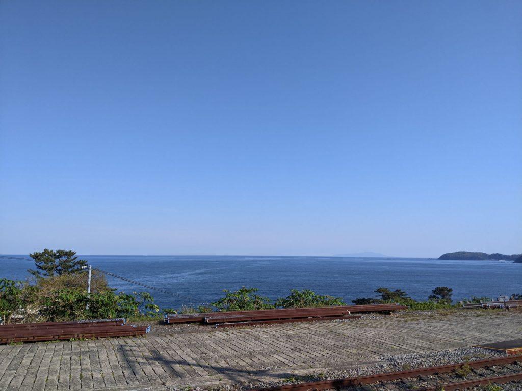 根府川駅のホームから見える海