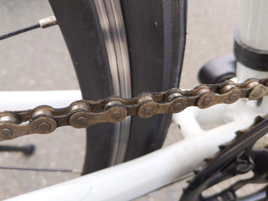 綺麗にする前の自転車のチェーン