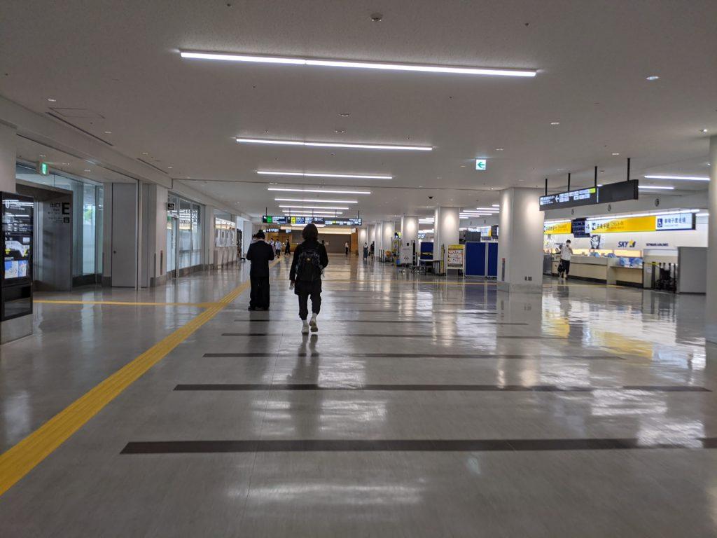福岡空港に着いたら急いで地下鉄に乗り継ぐよ