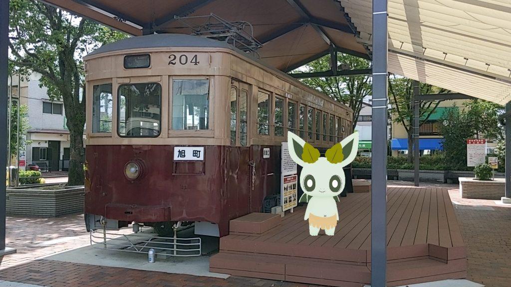 大牟田駅前の西鉄レトロ電車とカッシーくん