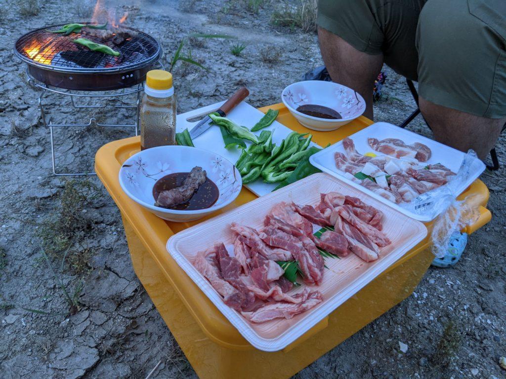 肉を焼くというおいしい作業の始まり