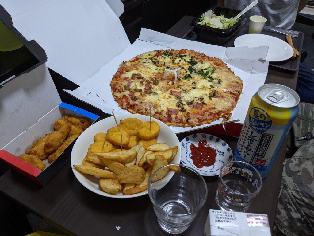 半額クーポンで安く頼めたピザ
