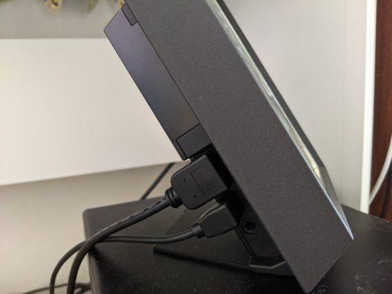 HDMIケーブルとUSBケーブルをPCに刺そう