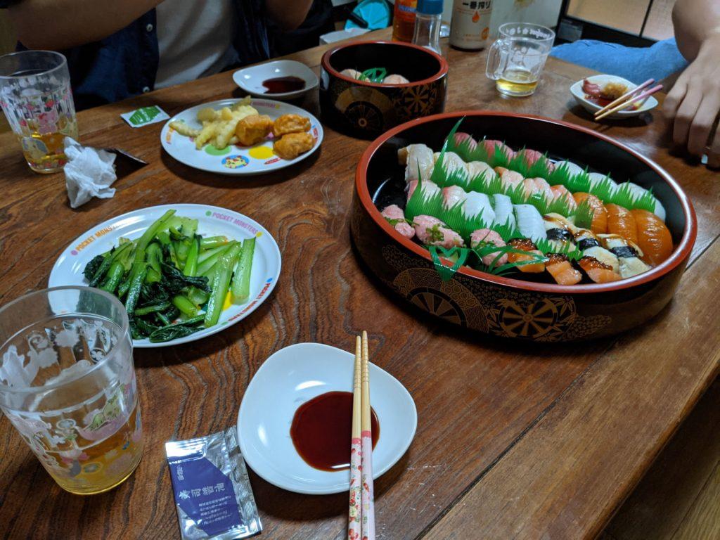 お寿司とポテトとナゲットとソテー