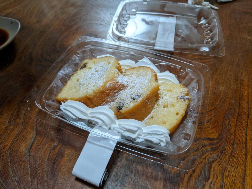 レーズン入りスポンジケーキ