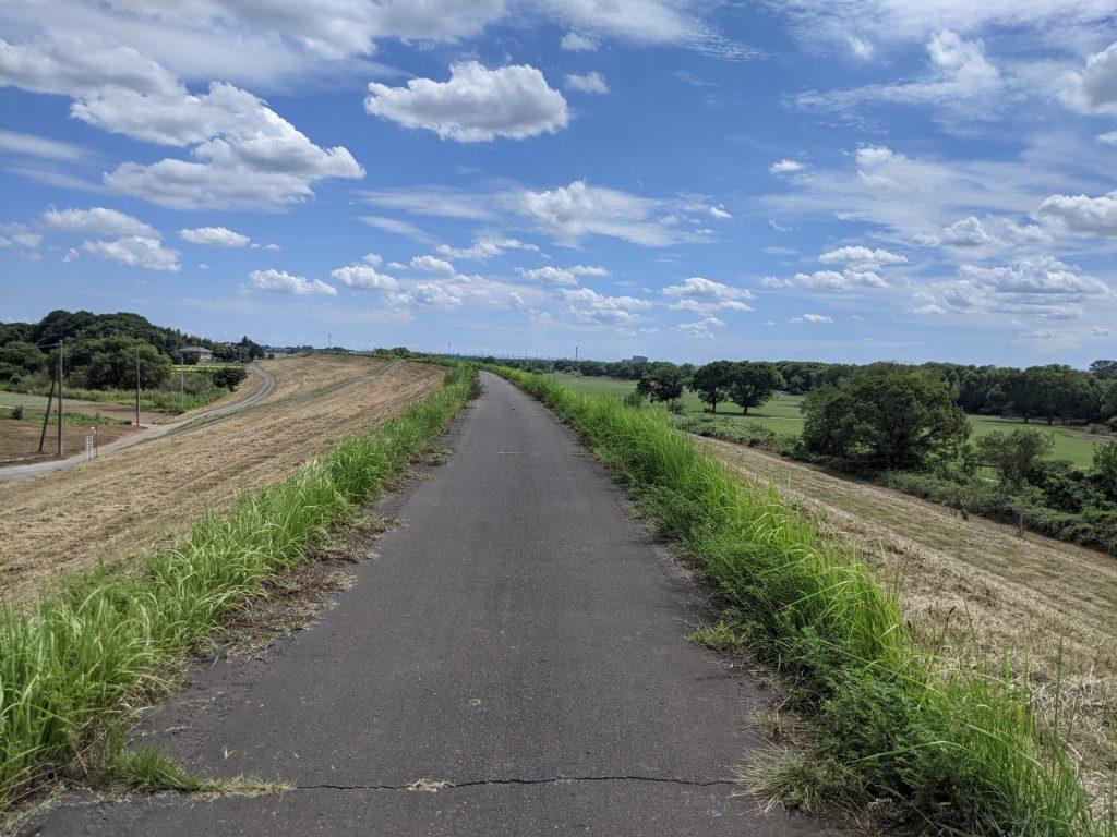 熱々の帰り道のサイクリングロード
